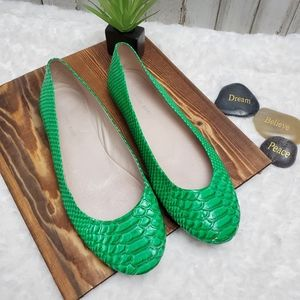 Gianni Bini Green Snakeskin Ballet Flats 9m